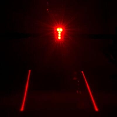Svetlo zadnje sa dodatnim laserskim pokazivačima